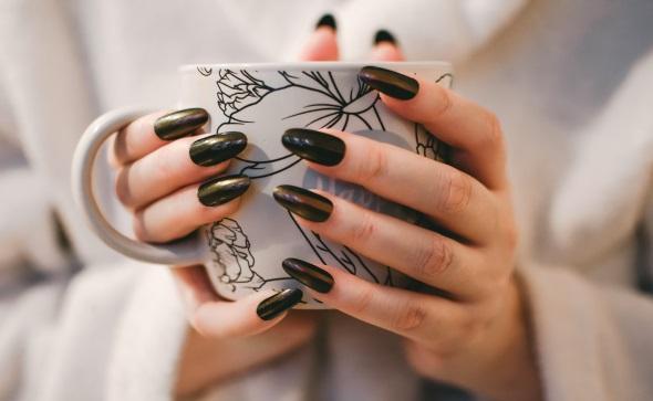få snygga naglar hos oss