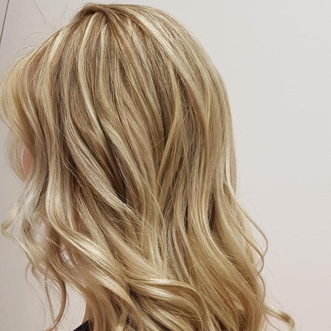Vill du färga håret blont? Här är frisörens bästa tips!
